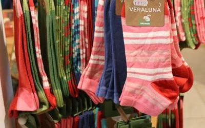 Fröhlich bunte Socken aus fairem Handel
